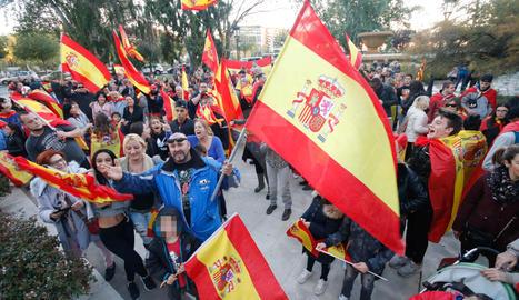 Vora 200 persones es manifesten a Lleida per la unitat d'Espanya