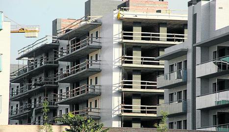 Imatge d'arxiu d'una construcció de pisos.