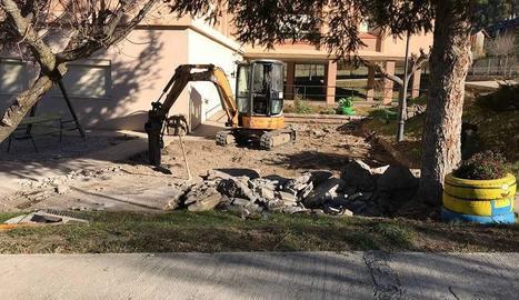 Moviments de terra per a la instal·lació de l'equipament.