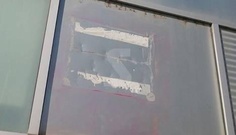 Desapareix una placa de la rebatejada plaça 1 d'Octubre