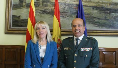 Inma Manso i el comandant Luciano Antón.