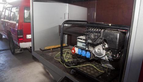Imatge del generador amb el qual fan llum al parc.