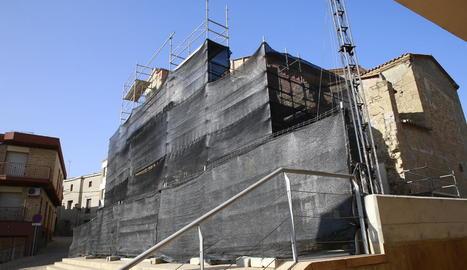 Imatge del dia que van començar les obres a l'església de Rosselló.