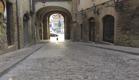 El carrer Sant Miquel de Solsona, que es reformarà al desembre.