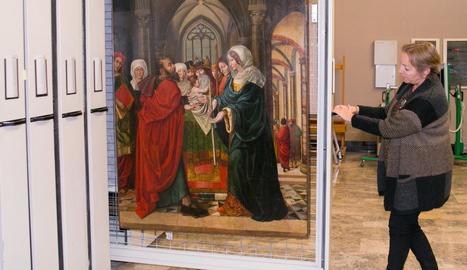 De Barcelona a Saragossa - El Museu de Saragossa va rebre ahir la taula de Sixena localitzada en una casa de subhastes de Barcelona i la propietat de la qual reclamen una família particular i el Govern d'Aragó. Un jutge va ordenar que fos trasl ...