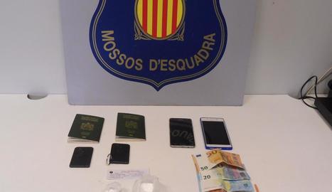 Imatge de la droga, els mòbils i els diners decomissats.