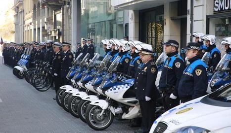 Agents de la Guàrdia Urbana en formació el dia de la seua patrona, Santa Cecília.