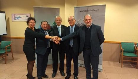 L'edil Pilar Cases, Constante Aranda, Josep González, Antoni Brufau i Oriol Oró, ahir a Tremp.