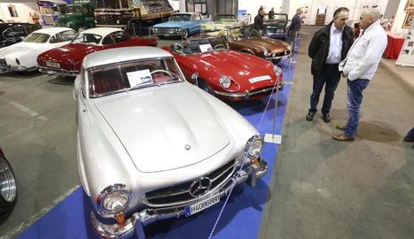 Els cotxes clàssics són un dels atractius de les tres fires.