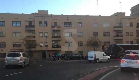 Vista de l'accident d'aquest divendres al carrer Cos Gayón.