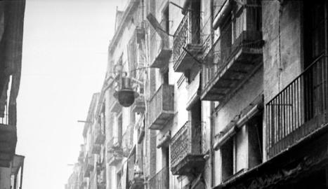 espectral. El carrer Major buit. Lleida es va convertir en una ciutat fantasma després de l'atac.