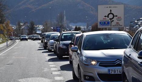 Les primeres cues es produïen ja a la sortida de la Seu en direcció a Andorra.
