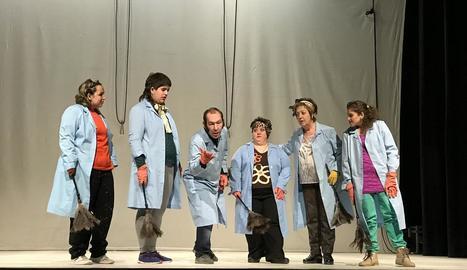 Un moment de la representació teatral a Juneda de dissabte.
