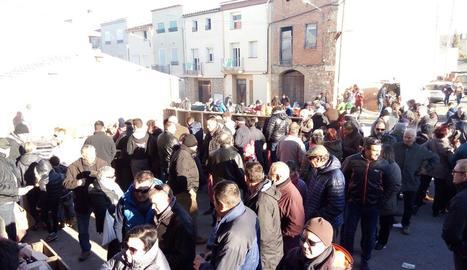 El dinar que els veïns de Belianes van poder degustar per iniciar la jornada. A la dreta, Castelldans també va celebrar la Fira de l'Oli.
