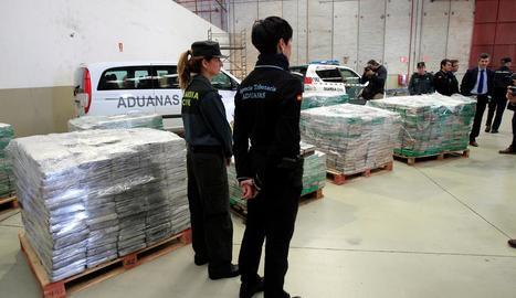 Agents custodien la segona partida més gran comissada a Espanya.