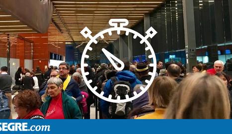 Cues per passar el control de seguretat de l'aeroport d'Alguaire