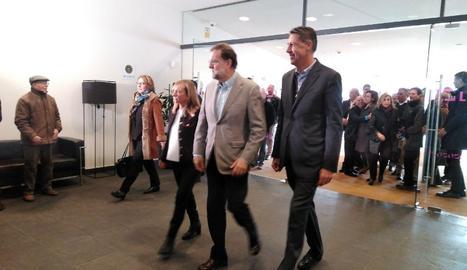 Rajoy, entre Marisa Xandri i García Albiol a la seua arribada a la Llotja.