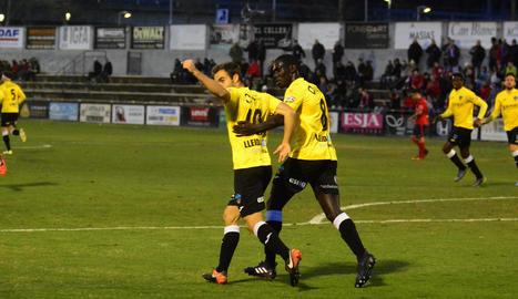 Jorge Félix i Moustapha celebren el gol de l'empat marcat a la primera meitat.
