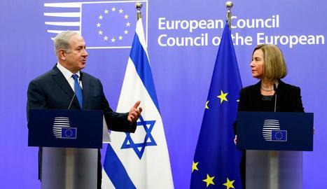 El primer ministre israelià, Netanhayu, ahir al costat de la representant europea, Federica Mogherini.