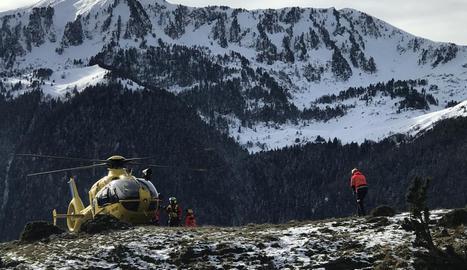 Demostració de com atendre una emergència en helicòpter.