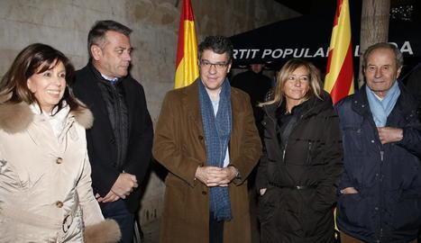 El ministre d'Energia, Álvaro Nadal, amb la candidata Marisa Xandri, ahir.