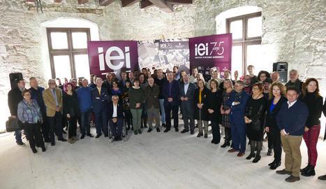 Reñé i el seu equip, a la recepció ahir a la premsa amb motiu del Nadal a la renovada planta de l'IEI.