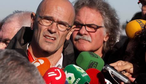El conseller cessat Raül Romeva, aquest dimarts davant de la presó d'Estremera.