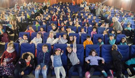 Una de les sales dels Cinemes Majestic de la capital de l'Urgell, ahir plena de gom a gom d'escolars.