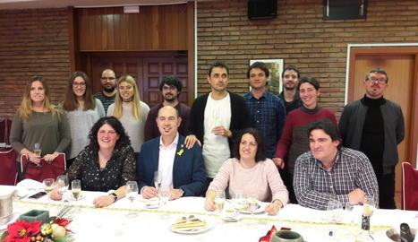 Jordi Ignasi Vidal, amb edils i periodistes ahir.