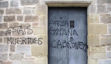 Apareixen unes pintades feixistes a l'ermita de Sant Julià de Tarroja