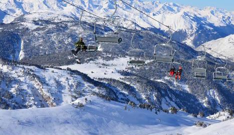 Esquiadors a Baqueira Beret, amb tota l'estació oberta.
