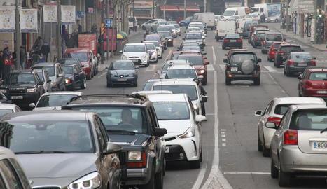 Retencions a l'avinguda Catalunya i altres carrers per les compres