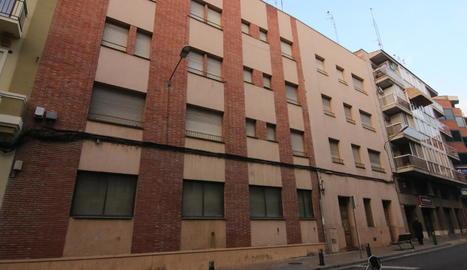 Façana de l'antic convent que dóna al carrer Acadèmia.