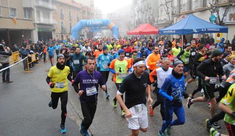 Una mica més de mig miler d'atletes van desafiar la boira en la trenta-cinquena edició de la Cursa de l'Indiot.