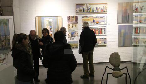 La galeria Espai Cavallers de Lleida presenta la mostra col·lectiva nadalenca 'Diàlegs'.