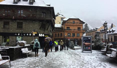 Vielha, on aquest dimecres no va parar de nevar durant tot el dia.