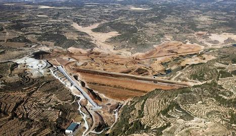 El dic finalitzat del pantà de l'Albagés.