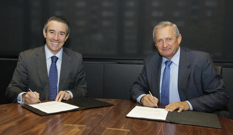 Moment de la firma de l'acord de col·laboració.