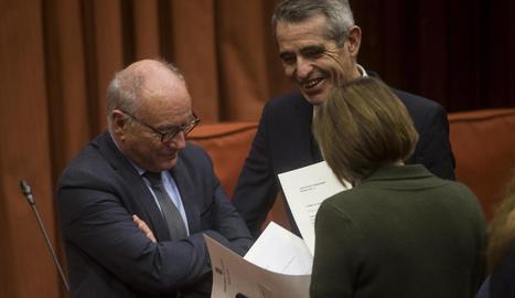 El secretari general del Parlament, parlant ahir amb la presidenta Forcadell i el lletrat major.