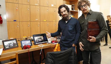 Marc Màrquez i Dani Pedrosa, disfressats de professors.