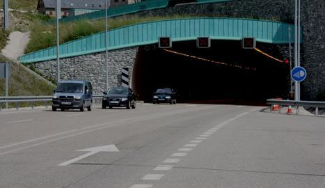 El primer radar per trams, instal·lat al túnel de Vielha.