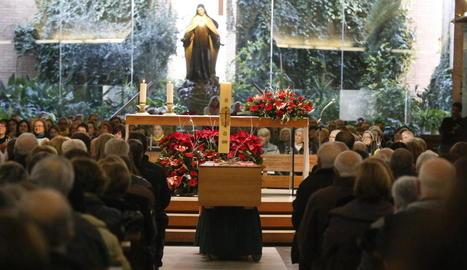 La parròquia de Santa Teresina, a Lleida, es va omplir d'amics que van donar el seu últim adéu al músic.