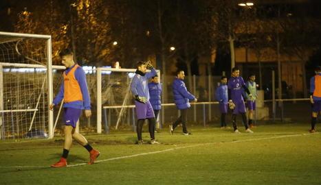 Els jugadors del Lleida es van entrenar ahir al camp Annex de cara al partit de demà.
