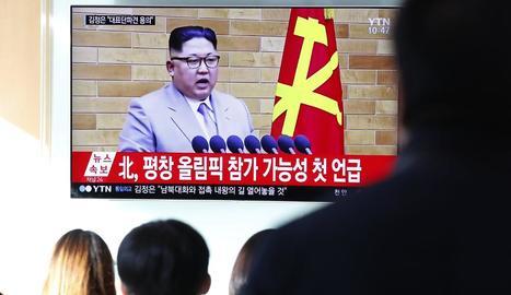 Sud-coreans observen Kim Jong-un en el discurs de Cap d'Any.