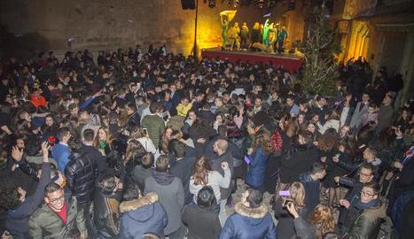 La Fonda del Nastasi es va omplir de públic per celebrar la nit de Cap d'Any.