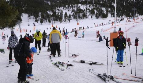 L'estació d'esquí de Port Ainé ahir va acollir més de 1.200 persones.
