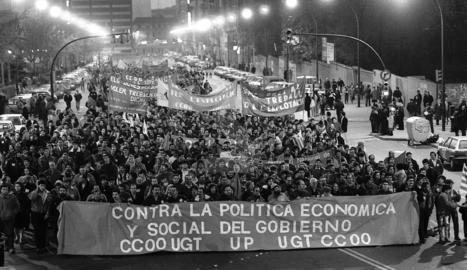 La vaga general paralitza Lleida, que surt al carrer.