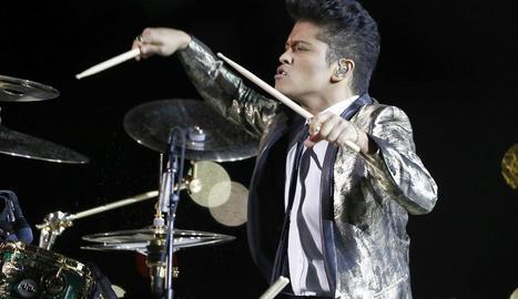 El guardonat cantant hawaià Bruno Mars, durant una de les actuacions.
