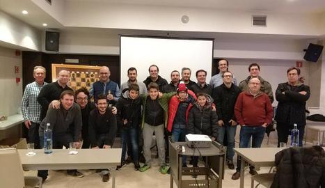 Mig centenar de participants al clínic d'escacs
