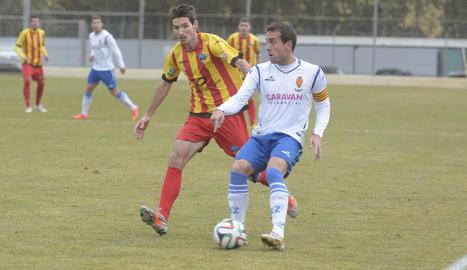 Álex Albistegui, en un partit amb la samarreta de la senyera en l'etapa anterior al Lleida.